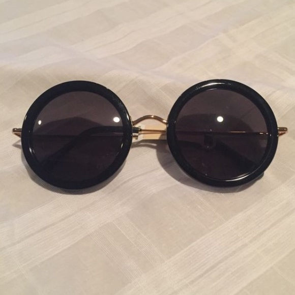 ce53af6bd3 The Row Signature Round Sunglasses by Linda Farrow